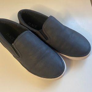 Children's Place boys shoes size 4